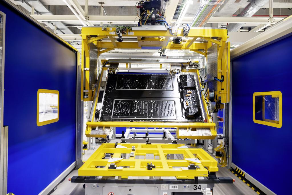 Mercedes-EQ startet Produktion von Batteriesystemen für den EQS